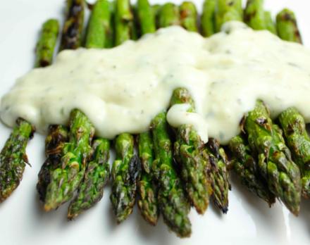 Come accompagnare gli asparagi? Due ricette di salse gustose
