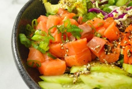 Tutti pazzi per il pokè (insalata hawaiana con pesce crudo) – come si prepara
