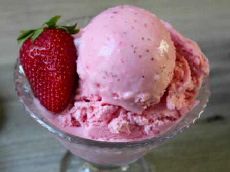 Come fare il gelato alle fragole senza la gelatiera