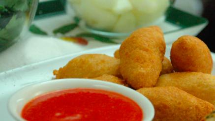 Ricetta: Frittelle di parmigiano con salsa piccante