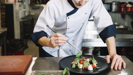 Abbigliamento professionale, l'importanza di personalizzare la giacca da cuoco