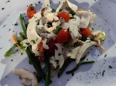 Insalata di mare con verdure